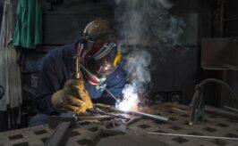Trabajos de soldador certificado, empleo